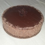 SIZE 25 CM CHOCOLATE MOUSSE Rich chocolate mousse layered with chocolate cake and ganache topping. (Can also be made in a white chocolate mousse)