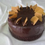 SIZE 28 CM CHOCOLATE CARAMEL Chocolate cake layered with caramel filling and a ganache icing.