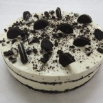 SIZE 25 CM FRIDGE CHEESE OREO Fridge cheese cake with crushed Oreo biscuits.